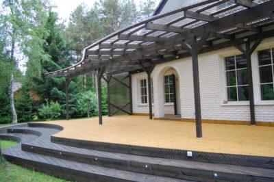 Terrass-läbipaistva-katusega