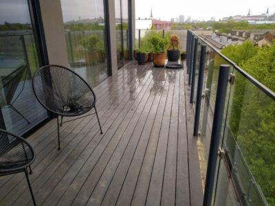 Terrass.ee terrassi ehitus rõdu terrassilaud 120×28 kuumõlitatud lehis Hall Tööstuse 21.2